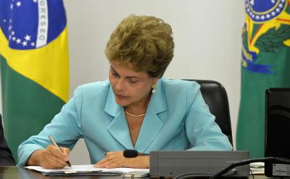 Dilma veta uso de doação privada para campanhas eleitorais - Foto: Wilson Dias/Agência Brasil