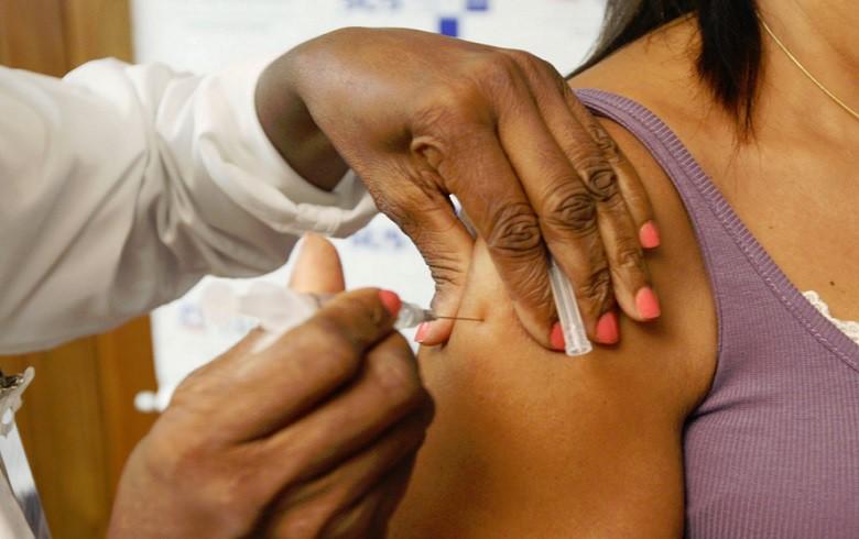 Se tudo der certo com a vacina pesquisada pelo Butantan, a população estará imunizada com apenas uma dose